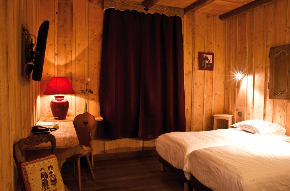 Chambre de l'hôtel le Velleda à Grandfontaine