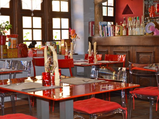 salle-restaurant-homme-sauvage-john-oed-turckheim