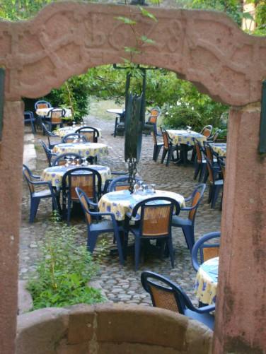 terrasse-restaurant-homme-sauvage-john-oed-turckheim