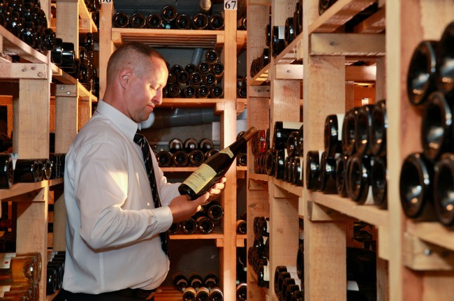 Une cave à la hauteur de la carte des vins et de la passion du Chef !