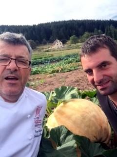 Roger Bouhassoun (la Cheneaudière) et son producteur de légumes