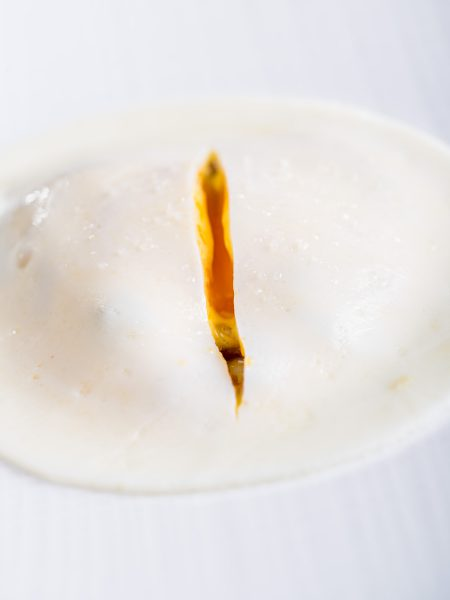 L'œuf à 64 degrés, saumon façon gravelax, crème d'Isigny citronnée